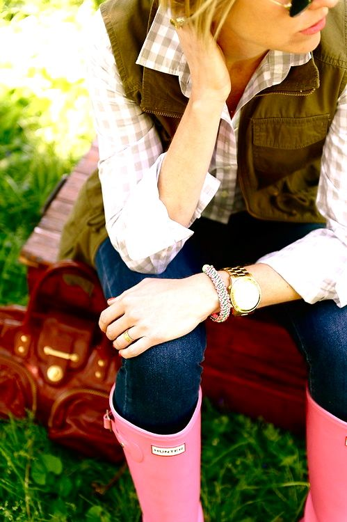 Cute outfit--Gingham button up, skinny jeans tucked into rubber boots (Wellie's), & cargo or fishing vest over top. <3