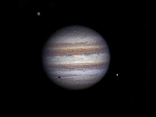 Interesting one by hythamsafieh #astrophotography #contratahotel (o) http://ift.tt/1THT6LO from my home's driveway in #Minnesota  Jupiter accompanied by two of the four Galilean moons: Io (bottom right casting a shadow towards the bottom left of Jupiter's surface) and Ganymede top left.  Jupiter is the largest planet in our Solar System holding over double the mass of all of the other planets combined but still only comprises 1/1000th the mass of our Sun.  Fun facts about Jupiter: - It has a…