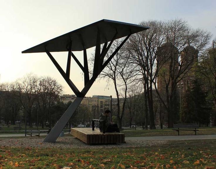 Un árbol artificial para cargar móviles mediante la energía solar