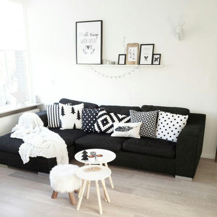 Instagram @lindauit   bank, woonkamer, salontafel, kwantum, krukje,zwart, wit