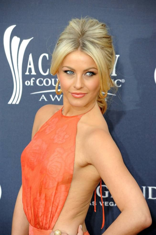 Julianne Hough great coral lip and makeup and hair...love it all!