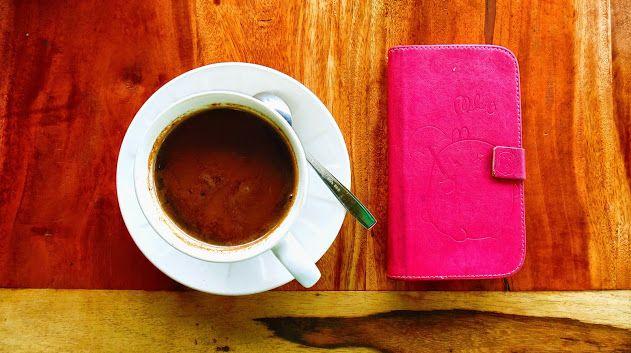 kopi tidak pernah salah ketika kabut mulai turun di sekitaran kebun teh daerah Ngargoyoso, Solo, Jawa Tengah
