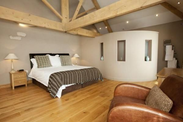 Cottage to rent - bedroom with exposed beams. www.iknow-yorkshire.co.uk