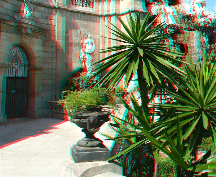 Another 3d photo from Barcelona, Parque De La Ciudadela. Notice the awesome 3d effect of the trees.