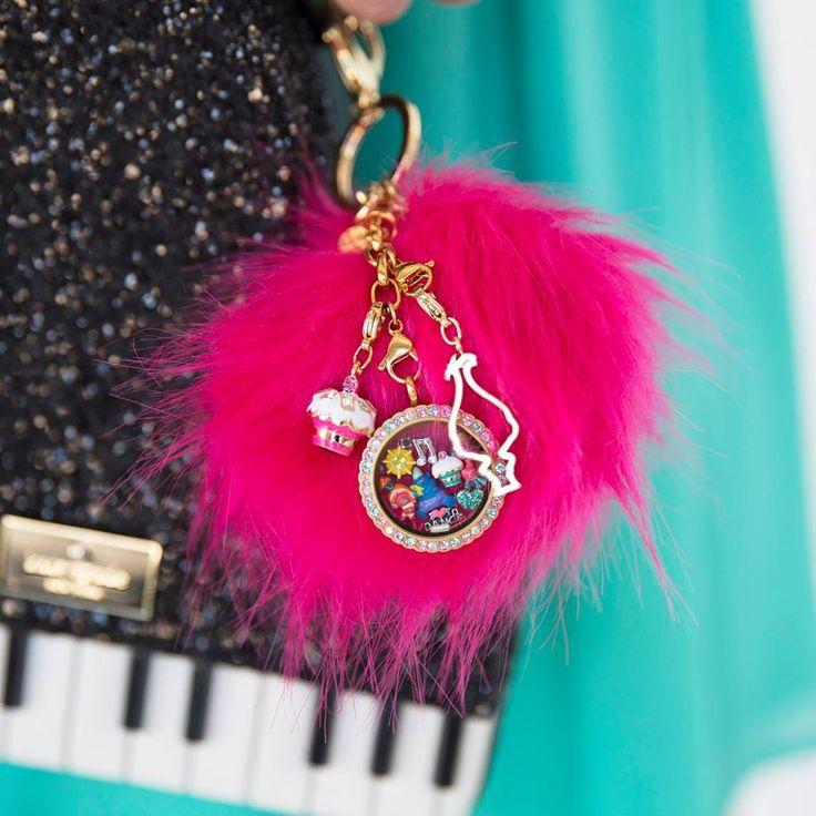 How cute is this TROLLS BYOH Pom Pom Bag Clip + Keychain?!