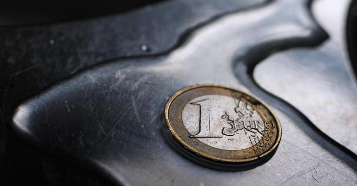 """Nachricht: """"Linkspartei würde stehend applaudieren"""" - Vermögensverwalter behauptet: Die Reichen sind die wahren Opfer von Draghis Mini-Zinsen - http://ift.tt/2kjzRw3"""