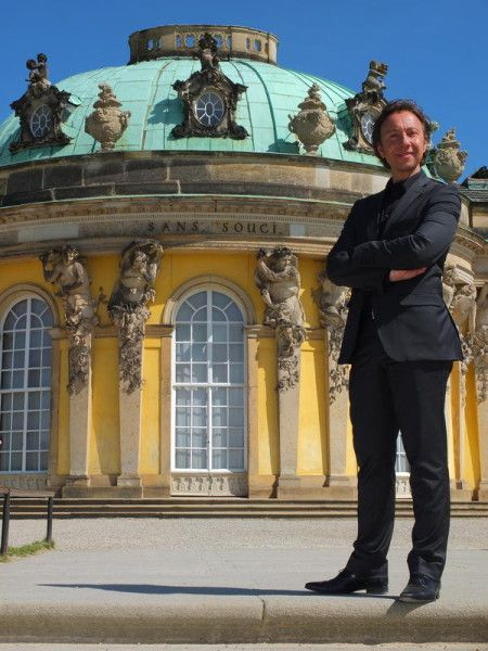 Dans un numéro inédit de SECRETS D'HISTOIRE, Stéphane Bern nous emmène en Allemagne, du palais de Sans Souci à Potsdam au château de Charlottenbourg à Berlin, à la découverte d'une des figures les plus importantes et les plus originales de toute l'Europe du 18ème siècle : Frédéric le Grand. endormie comme d'hab