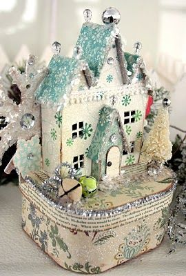 I've been looking for a little Vintage ChristmasCardboard House tutorial... here ya go!
