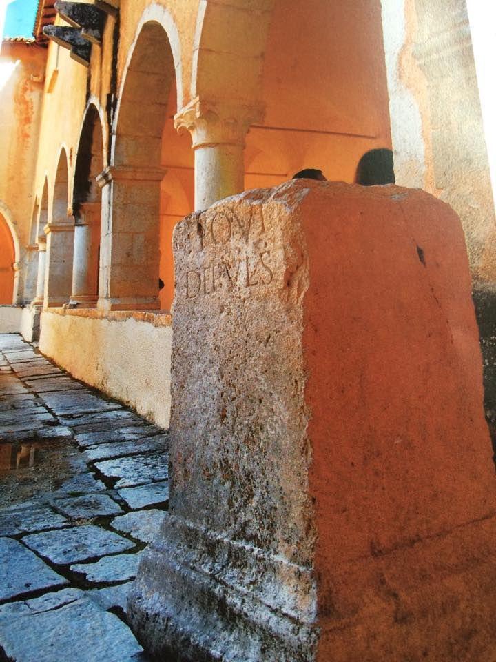Antichità per il tuo matrimonio.  Antiquity for your wedding #weddingday #fontecchio #laquila #italy #food #location #abruzzofood