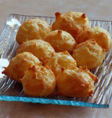 Gougères au fromage, la recette d'Ôdélices : retrouvez les ingrédients, la préparation, des recettes similaires et des photos qui donnent envie !