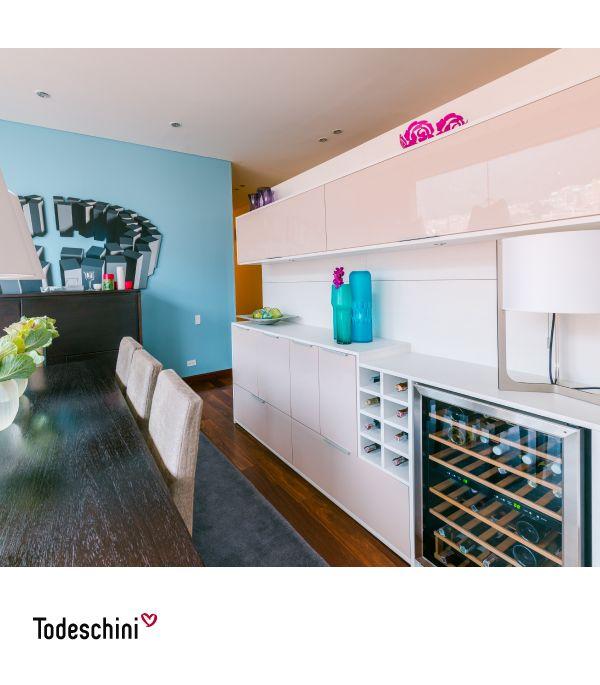 Un diseño único, un mueble bar de servicio al comedor. No había nada en este espacio, así que panelamos la pared 360° y diseñamos este mueble para que la nevera de vinos hiciera parte del mismo.  #Diseñodeinteriores #Decoración #Todeschini #ambientes #mueblesamedida #arquitectura #mueblebar