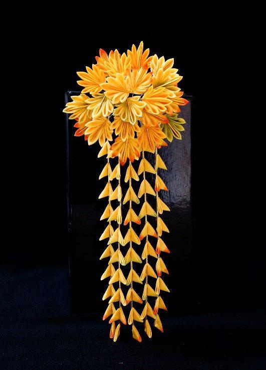 今回の花は梅です。 舞妓かんざしに少し似ていると&#246...
