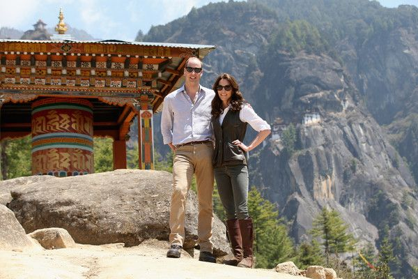 A Royal Style Diary: Kate's Full India & Bhutan 2016 Tour Lookbook http://dressme-imyourmannequin.blogspot.co.uk/2016/04/a-royal-style-diary-kate-india-bhutan.html #Fashion #Style #KateMiddleton #PrinceWilliam #Bhutan #TigersNest