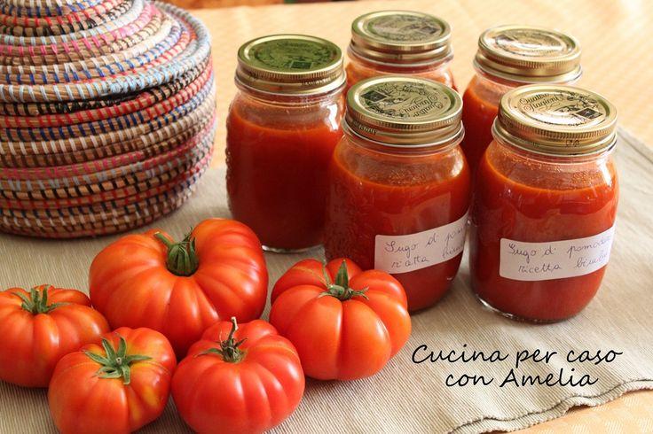 Il sugo di pomodoro ricetta bimby si può preparare utilizzando la passata di pomodoro già pronta o preparata con i pomodori freschi, come faccio io!