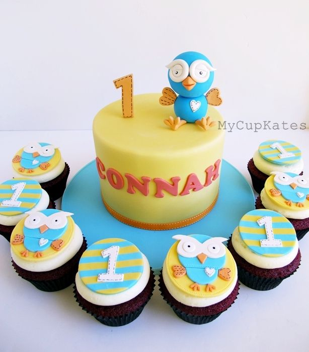 Giggle and hoot cake and cupcakes - Chocolate mud cake and red velvet cupcakes for Connah's 1st birthday.  Thanks for looking:D