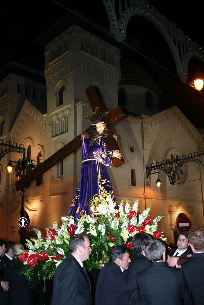 El otro acto con el que concluye el ciclo litúrgico  de la Semana Santa Alcoyana el mismo Domingo de Resurrección, es con el primer acto festero, La Gloria. #Alcoy #Alcoi #SemanaSanta