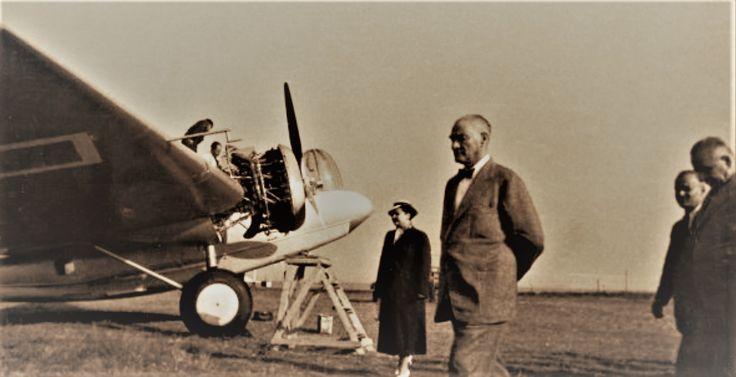 Yeşilköy havaalanında uçakları incelerken. Afet İnan ve Salih Bozok'ta kareye girmişler. İstanbul, 6 Eylül 1937  Atatürk at Yeşilköy Airport, examining the planes. Afet İnan and Salih Bozok are also in the photo. Istanbul - 6 Sept.1937