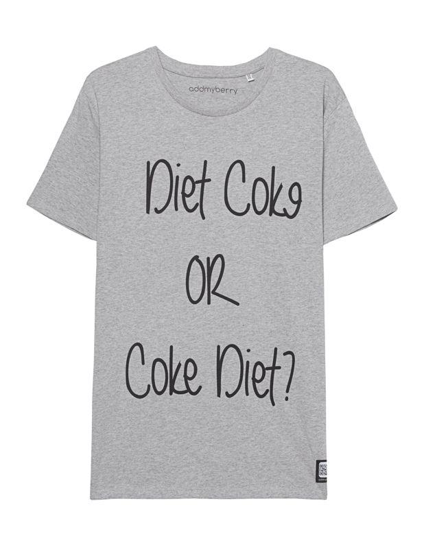 """Bio-Baumwoll-Shirt mit Print Das dynamische Label Addmyberry überzeugt modisch auf ganzer Linie...  Gerade geschnittenes grau-meliertes T-Shirt aus Bio-Baumwolle mit witzigem """"Diet Coke or Coke Diet""""-Print und Label-Patch vorne sowie einem Rundhalsausschnitt.  Ein lässiges Shirt für jeden Tag..."""