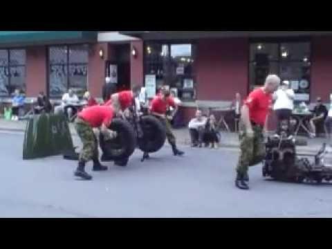 Um time de soldados canadenses, consegue desmontar completamente um jipe em menos de dois minutos e montar novamente...vejam...