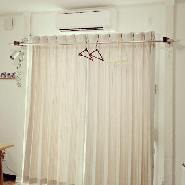 女性で、2DK、家族住まいの洗濯物干し/賃貸/ディアウォール/リビングについてのインテリア実例を紹介。「既成品の突っ張り物干しハンガーの購入も考えてましたが、ディアウォールを使って手作りしました。部屋に馴染んでおしゃれに仕上がりました。」(この写真は 2015-07-28 14:40:23 に共有されました)