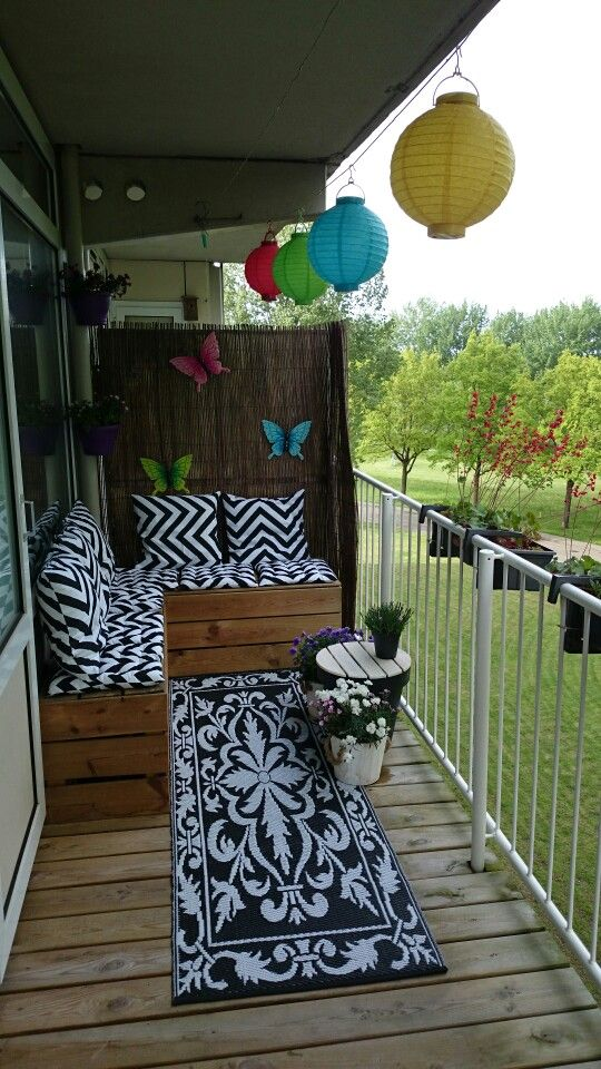 Decorating a small  balcony.