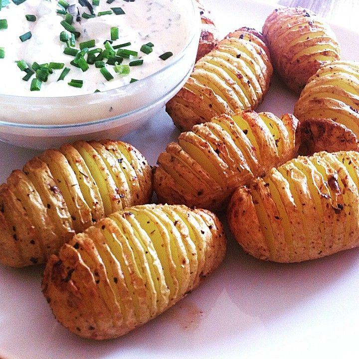 Catharinas Ofenkartoffeln nach Fiefhusener Art mit Kräuterquark, ein raffiniertes Rezept aus der Kategorie Kartoffeln. Bewertungen: 80. Durchschnitt: Ø 4,6.