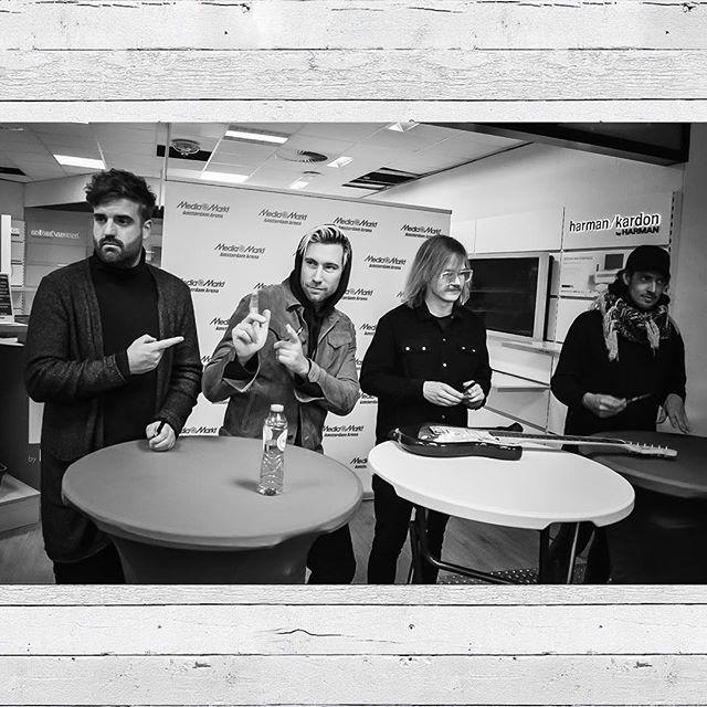 Kensington at the signing session last Sunday at the Media Markt in Amsterdam. Photo from MediaMarkt NL Facebook #Kensingtonband #KSTZiggo