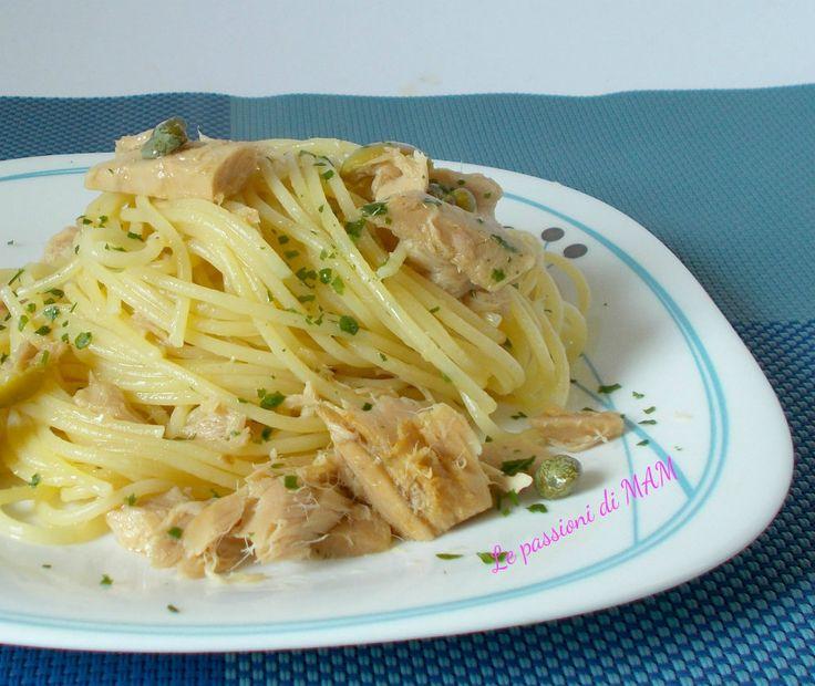 Spaghetti con il tonno, un primo piatto appetitoso, stuzzicante, facile e veloce da preparare