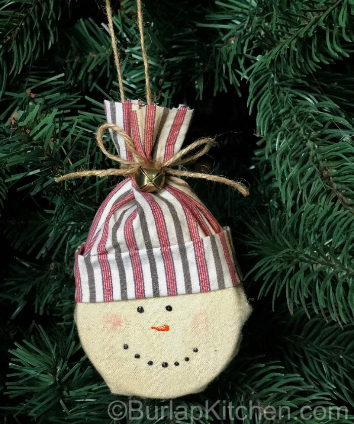 Snowmen Made From Empty Cans Of Chew Burlap Kitchen How To Make Ornaments Christmas Crafts Can Crafts