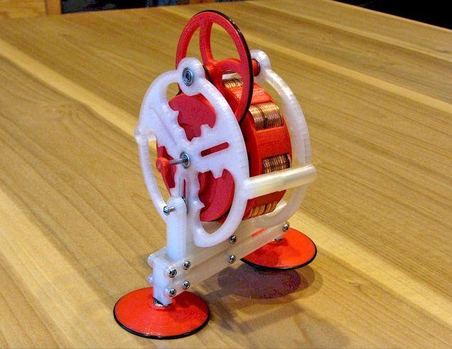 30年以上前に発明された遠心力で歩くおもちゃを3Dプリンターで復刻 1