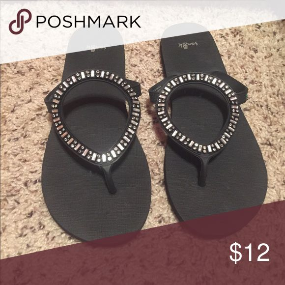 Never worn sanuk flip flops Never worn, brand new sanuk flip flops Sanuk Shoes Sandals