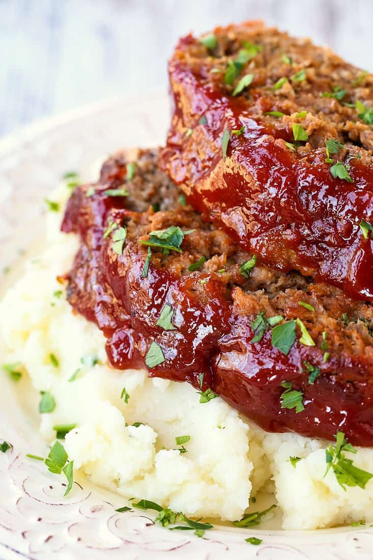 This Classic Meatloaf Recipe Is A Family Favorite Dinner Meatloafrecipe Classicmeatloaf Dinne Classic Meatloaf Recipe Good Meatloaf Recipe Meatloaf Recipes