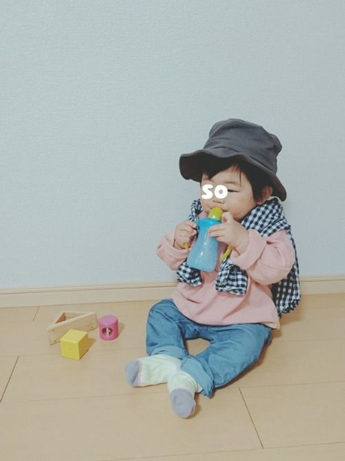 ピンク男子❤️ かわいく着たいけどデニムとくすみグレー帽子で男子っぽく🙌 カットソー色味も形もかわ