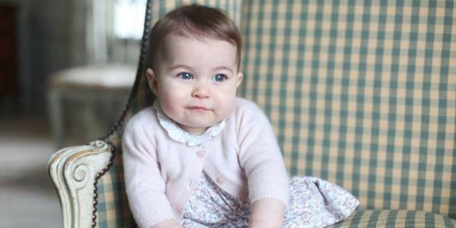 9-Month-Old+Princess+Charlotte+Gets+Her+Own+Lipstick  - HarpersBAZAAR.com