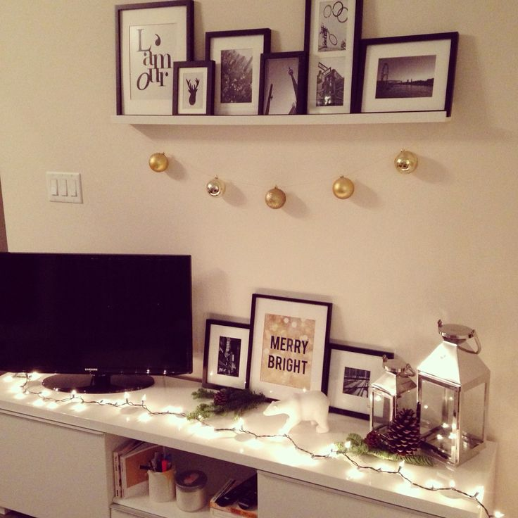 The makeshift mantlepiece #holidaydecor