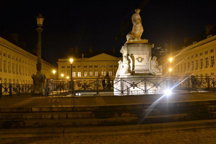 Curiosità & Arte: Grande piazza con cripta e monumento dedicati ai caduti dei moti del 1830.