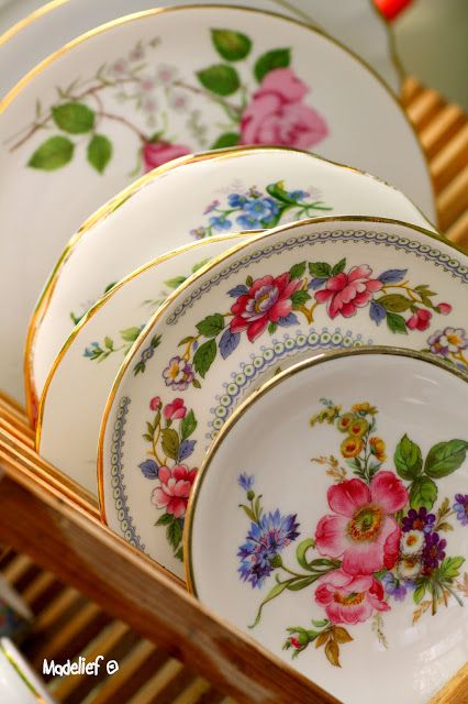 I absolutely love delicate floral china & 393 best Dinnerware/Dish Sets images on Pinterest | Dinnerware sets ...