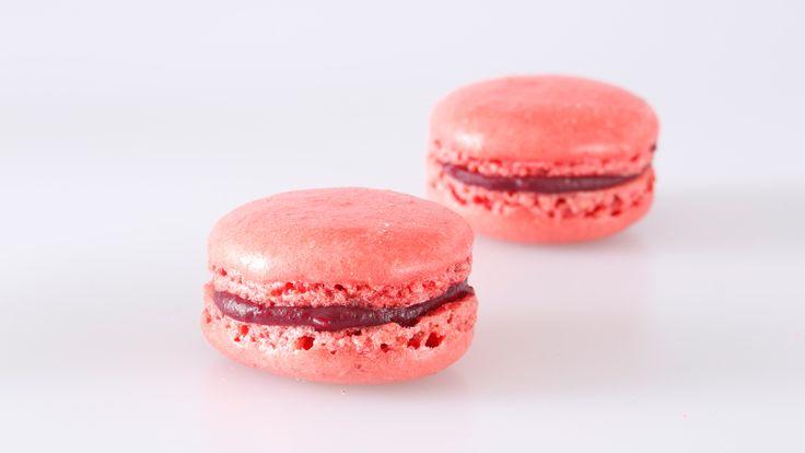 Frische Himbeer-Macarons kaufen. Handgemacht und von bester Qualität. Einfach bestellt und schnell versandt! #macarons #macaron