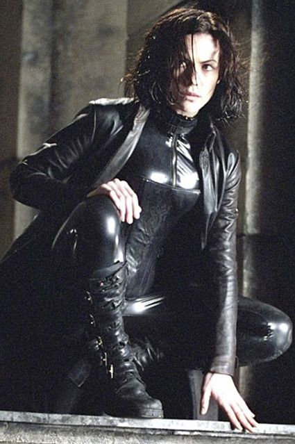 Underworld - Kate Beckinsale - Selene beautiful lady, and dressed like this, ooh er!