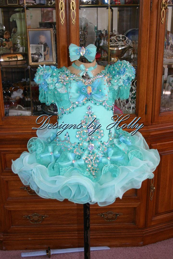 so pretty!! mckenzee and makayla would love it!