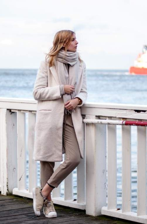 cuxhaven, alte liebe, white look, winter, sea, ocean, nordsee, white coat, white acne canada scarf, beige pants, beige adidas superstars, cozy outfit - blogger, streetstyle, outfit