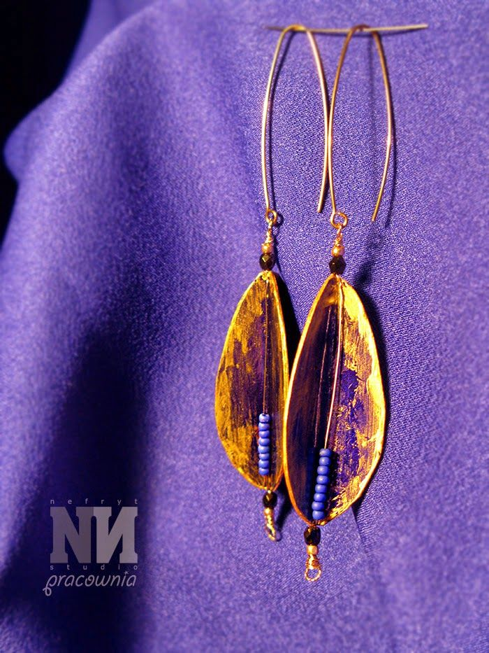 Upcycled paper earings - old paper box, acrylic gold paint, bronze wires and Toho seed beads, by Nefryt Studio - Pracownia