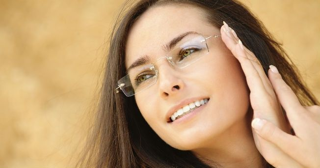 La alimentación es una manera de prevenir diversas enfermedades oculares. Las vitaminas A, C y E te brindan mayor protección contra enfermedades oculares. Los antioxidantes ayudan a regenerar tejidos oculares y previenen la incidencia de enfermedades.