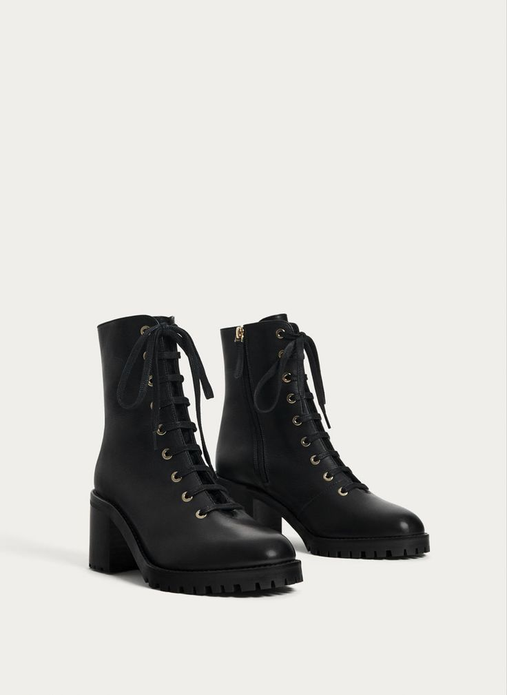 Uterqüe Russia Product Page - Footwear - Ankle boots - Black leather high-heel ankle boots - 14990