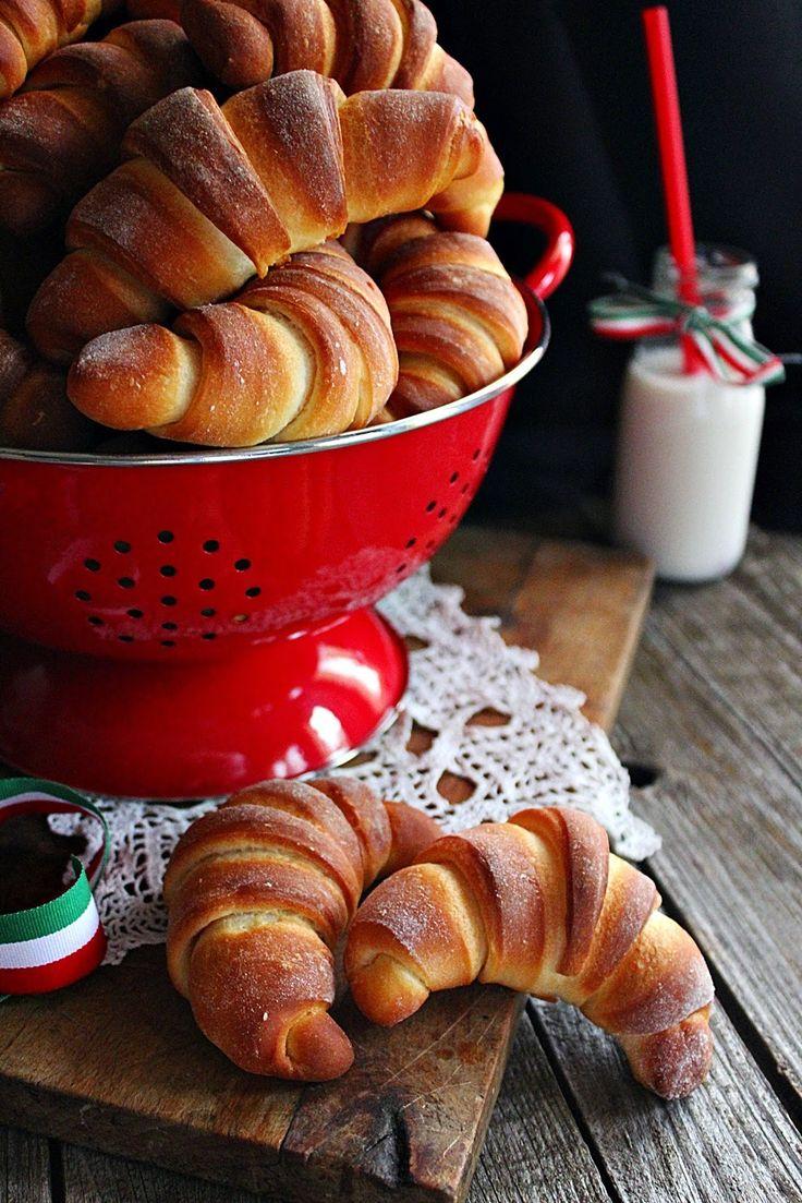 Augusztus 20.-án, az új kenyér ünnepére rendszerint kenyeret szoktam sütni. Most szakítva a hagyomán...