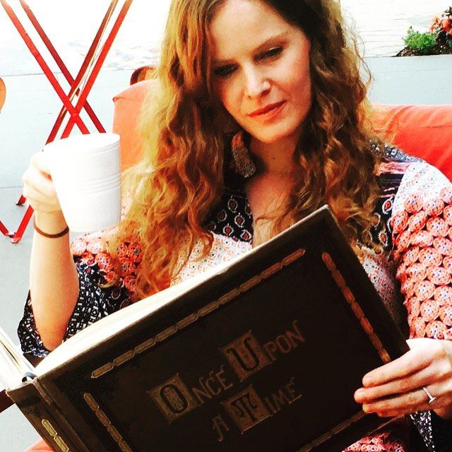 Rebecca Mader: Just a lil' light Sunday reading #onceuponatime #zelena #mypretties