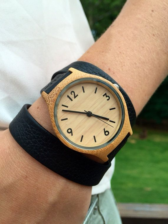 Bois de Womens Watch, gravée en bois montre-bracelet, Design minimaliste, à la…