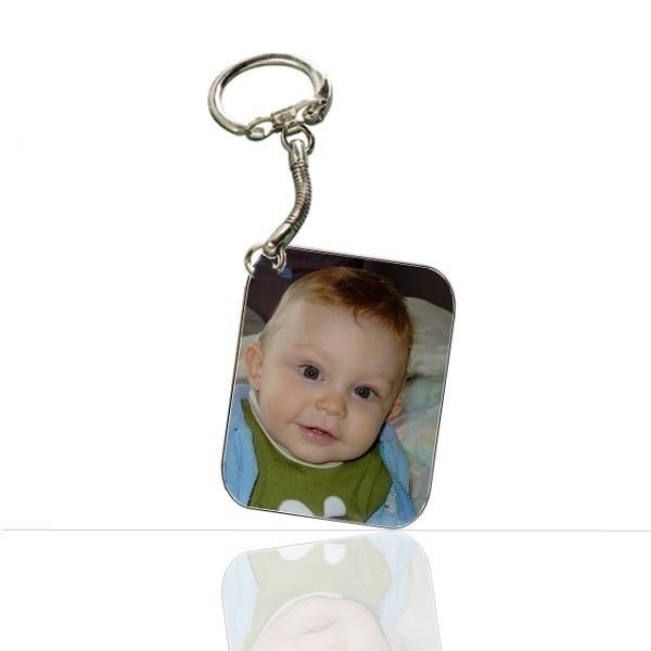 Porte cle personnalisé avec vos photos, un cadeau photo original et unique ! Gravez vos photos couleurs et noirs et blanc sur un porte clé. Livraison rapide !