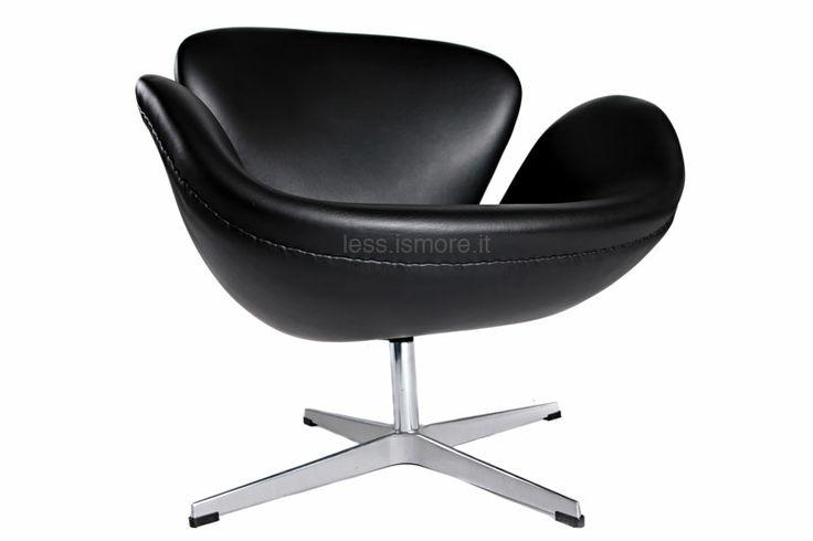 Poltroncina Swan, Arne Jacobsen, 1958.Base in alluminio lucidato; struttura in espanso iniettato; funzione girevole; rivestimento in lana, pelle italiana o mucca naturale.