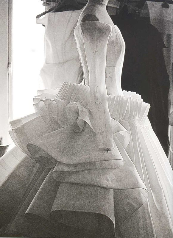 Toile look inside the atelier for christian dior haute for Haute couture atelier